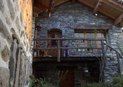 Muro in sasso artigianale